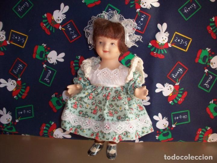 MUÑECA DE PORCELANA BISCUIT VESTIDA DE CAMPESINA (Juguetes - Muñeca Extranjera Moderna - Porcelana)