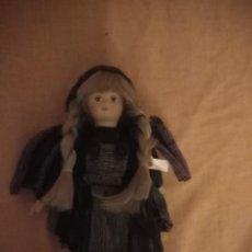 Muñecas Porcelana: MUÑECA DE PORCELANA CON TRENZAS. Lote 192497577