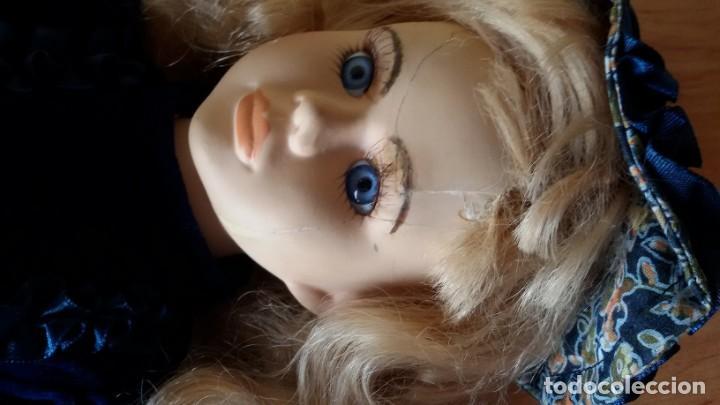 Muñecas Porcelana: Muñeca de porcelana y trapo con soporte . 40 cm. - Foto 4 - 192898708