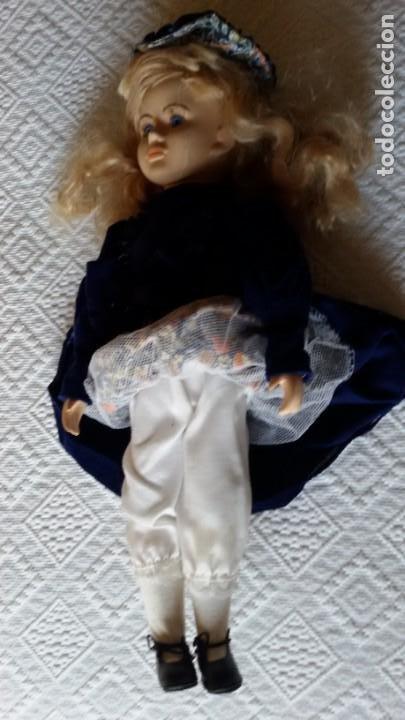 Muñecas Porcelana: Muñeca de porcelana y trapo con soporte . 40 cm. - Foto 5 - 192898708