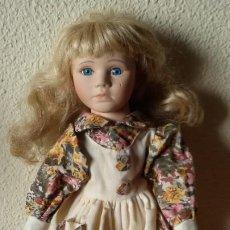Muñecas Porcelana: MUÑECA DE PORCELANA Y TRAPO CON SOPORTE. 40 CM -. Lote 192900030