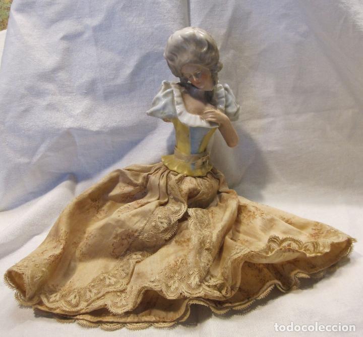 Muñecas Porcelana: MUÑECA DE PORCELANA. SOLO TORSO. CON VESTIDO. TAPÓN? HACIA 1900 - Foto 2 - 193734561