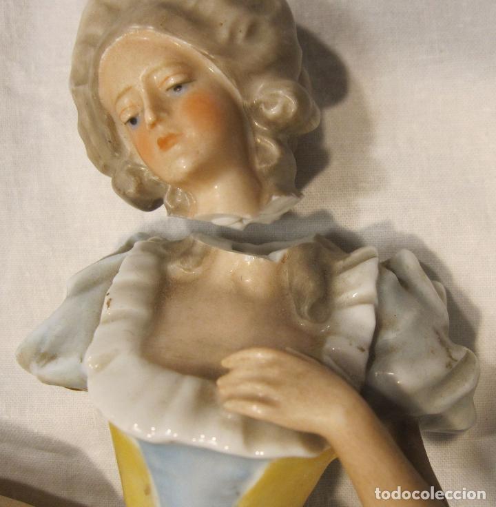 Muñecas Porcelana: MUÑECA DE PORCELANA. SOLO TORSO. CON VESTIDO. TAPÓN? HACIA 1900 - Foto 4 - 193734561