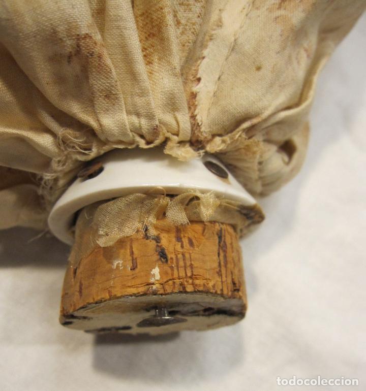 Muñecas Porcelana: MUÑECA DE PORCELANA. SOLO TORSO. CON VESTIDO. TAPÓN? HACIA 1900 - Foto 10 - 193734561