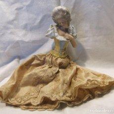 Muñecas Porcelana: MUÑECA DE PORCELANA. SOLO TORSO. CON VESTIDO. TAPÓN? HACIA 1900. Lote 193734561