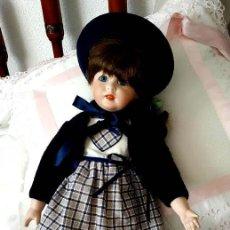 Muñecas Porcelana: LA COLEGIALA, MUÑECA DE PORCELANA ARTICULADA POR MERCEDES SOS. Lote 194013013