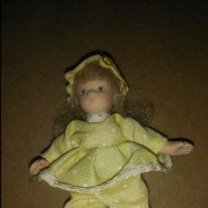 Muñecas Porcelana: MUÑECA DE PORCELANA 9 CM.. Lote 194498628