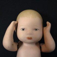 Muñecas Porcelana: ENCANTADOR MUÑECO EN BISCUIT COLOREADO, TIPO BYE-LO BABY.. Lote 195244528