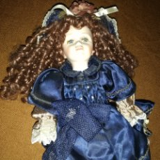 Muñecas Porcelana: MUÑECA PELIRROJA DE PORCELANA CON BOLSO A JUEGO.. Lote 195677616