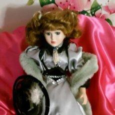 Muñecas Porcelana: MUÑECA PORCELANA NUEVA.VESTIDO RASO. REGALO SOPORTE.COLECCION.. NAVIDAD. COMUNIÓN. PRECIOSA.. Lote 196548940