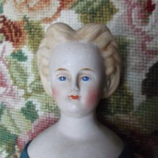 Muñecas Porcelana: PRECIOSA MUÑECA PARIAN HACIA 1870, ELABORADO PEINADO, TODO ORIGINAL. Lote 201963712