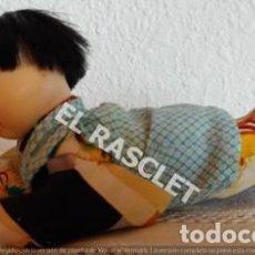 Muñecas Porcelana: MUÑECO BEBE CHINO GATEADOR , OJOS DE CRISTAL MARRONES, PORCELANA. Lote 202413403