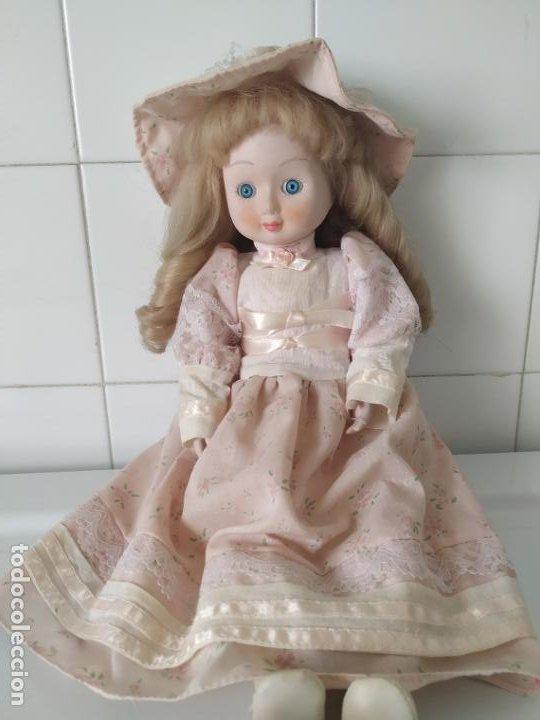 Muñecas Porcelana: Preciosa muñeca de porcelana (cabeza, 1/2 brazo, 1/2 pierna) cuerpo trapo. Años 60/70. 40 cm. - Foto 2 - 202420037