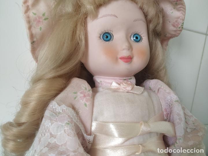 Muñecas Porcelana: Preciosa muñeca de porcelana (cabeza, 1/2 brazo, 1/2 pierna) cuerpo trapo. Años 60/70. 40 cm. - Foto 4 - 202420037