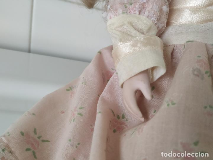 Muñecas Porcelana: Preciosa muñeca de porcelana (cabeza, 1/2 brazo, 1/2 pierna) cuerpo trapo. Años 60/70. 40 cm. - Foto 9 - 202420037