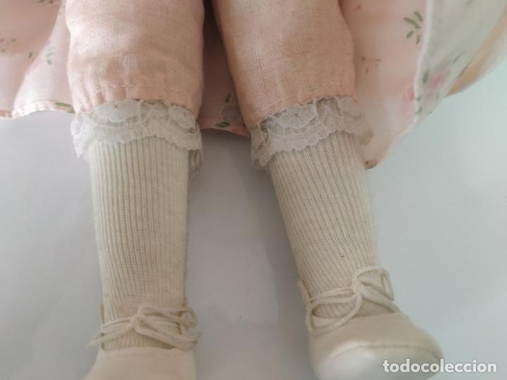 Muñecas Porcelana: Preciosa muñeca de porcelana (cabeza, 1/2 brazo, 1/2 pierna) cuerpo trapo. Años 60/70. 40 cm. - Foto 10 - 202420037