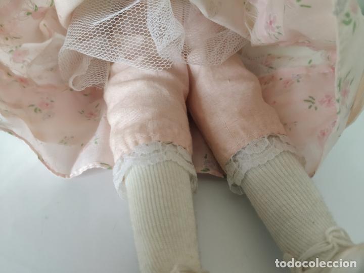 Muñecas Porcelana: Preciosa muñeca de porcelana (cabeza, 1/2 brazo, 1/2 pierna) cuerpo trapo. Años 60/70. 40 cm. - Foto 11 - 202420037