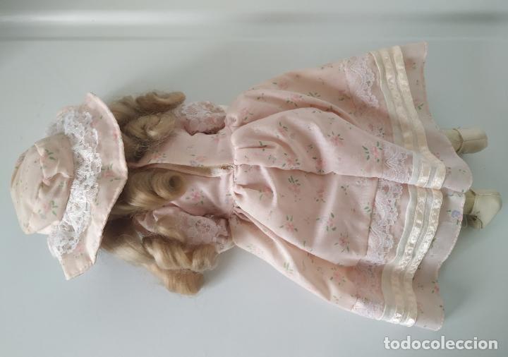 Muñecas Porcelana: Preciosa muñeca de porcelana (cabeza, 1/2 brazo, 1/2 pierna) cuerpo trapo. Años 60/70. 40 cm. - Foto 15 - 202420037