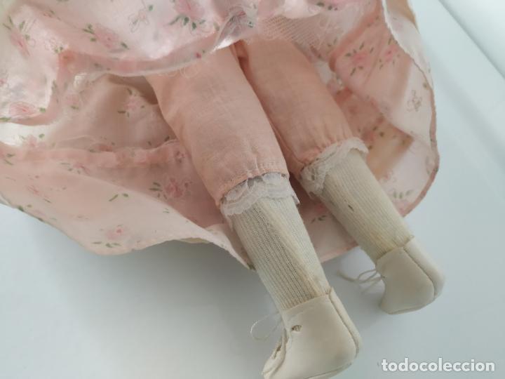 Muñecas Porcelana: Preciosa muñeca de porcelana (cabeza, 1/2 brazo, 1/2 pierna) cuerpo trapo. Años 60/70. 40 cm. - Foto 17 - 202420037