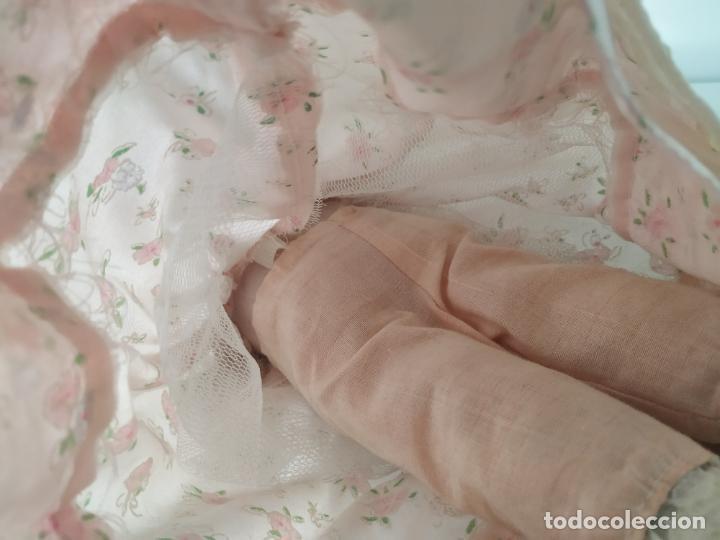 Muñecas Porcelana: Preciosa muñeca de porcelana (cabeza, 1/2 brazo, 1/2 pierna) cuerpo trapo. Años 60/70. 40 cm. - Foto 18 - 202420037