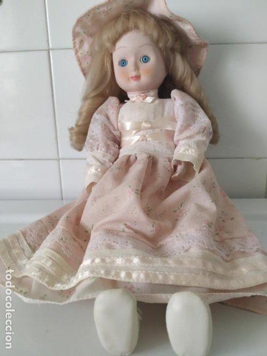 PRECIOSA MUÑECA DE PORCELANA (CABEZA, 1/2 BRAZO, 1/2 PIERNA) CUERPO TRAPO. AÑOS 60/70. 40 CM. (Juguetes - Muñeca Extranjera Moderna - Porcelana)