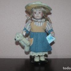 Muñecas Porcelana: MUÑECA DE PORCELANA CON LOS OJOS DE CRISTAL DE COLOR MARRONES Y LAS PESTAÑAS NO SON PINTADAS. Lote 203822078