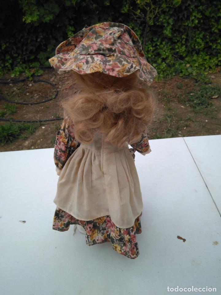 Muñecas Porcelana: ANTIGUA MUÑECA DE PORCELANA CON SOPORTE Y SELLO DE AUTENTICIDAD EN LA NUCA, OJOS CRISTAL - Foto 2 - 203864980
