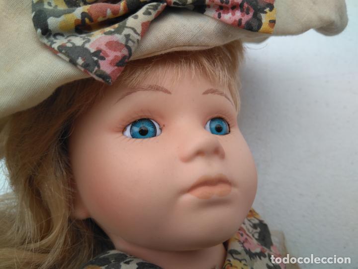 Muñecas Porcelana: ANTIGUA MUÑECA DE PORCELANA CON SOPORTE Y SELLO DE AUTENTICIDAD EN LA NUCA, OJOS CRISTAL - Foto 3 - 203864980