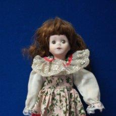Muñecas Porcelana: ANTIGUA MUÑECA DE PORCELANA CON OJOS DE CRISTAL.. Lote 204139718