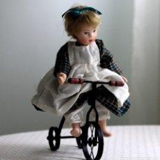 Muñecas Porcelana: MUÑECA DE PORCELANA. Lote 204215493