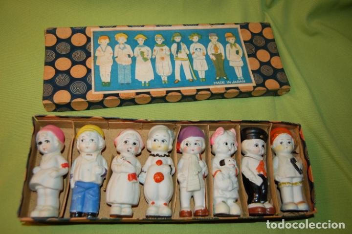 CAJA DE MUÑEQUITAS DE PORCELANA ANTIGUAS JAPAN (Juguetes - Muñecas Extranjeras Antiguas - Porcelana Otros paises)