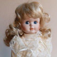 Muñecas Porcelana: MUÑECA PORCELANA BRITANICA - 40.CM ALTO. Lote 204605395