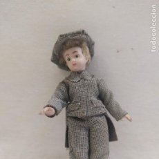 Muñecas Porcelana: MUÑECO DE PORCELANA. NIÑO CON GORRA. 10.5CM. Lote 205126023