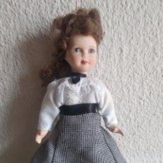 Muñecas Porcelana: MUÑECA DE PORCELANA MAESTRA. Lote 205515637