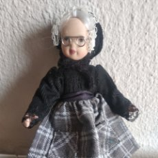 Muñecas Porcelana: MUÑEQUITA DE PORCELANA ABUELITA. Lote 205518046