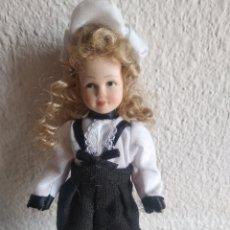 Muñecas Porcelana: MUÑEQUITA DE PORCELANA NIÑA ÉPOCA 4. Lote 205518381
