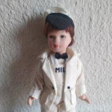 Muñecas Porcelana: MUÑECA DE PORCELANA LECHERA. Lote 205518628