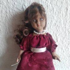 Muñecas Porcelana: MUÑEQUITA DE PORCELANA NEGRITA. Lote 205519527