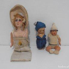 Muñecas Porcelana: LOTE DE 3 MUÑECAS, TELA, PORCELANA Y COMPOSICION, CON TARAS. Lote 206159865
