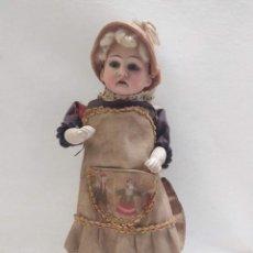 Muñecas Porcelana: MUÑECA CON LA CARA DE PORCELANA. CON CESTA. 22CM. Lote 206313491