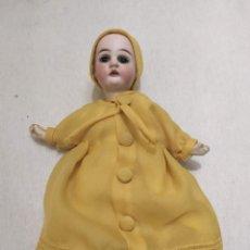 Muñecas Porcelana: MUÑECA DE PORCELANA. 13/0. CUERPO DE CARTÓN PIEDRA. VESTIDO AMARILLO. 21CM. Lote 206318808