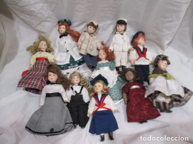 BONITO LOTE DE 11 PEQUEÑAS MUÑECAS DE PORCELANA. (Juguetes - Muñeca Extranjera Moderna - Porcelana)