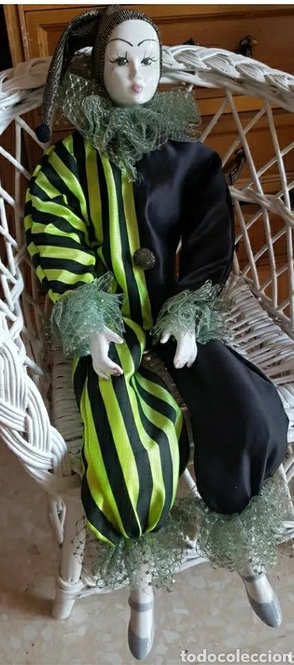 Muñecas Porcelana: Muñeca muñeco arlequín con cabeza, brazos y piernas de porcelana y cuerpo de trapo 60 cm. - Foto 2 - 210818887
