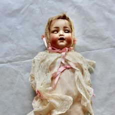 Muñecas Porcelana: ANTIGUO BEBE CON CABEZA ROTA - CON BONITA ROPA- 33 CM. Lote 210934621