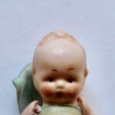 Muñecas Porcelana: ANTIGUO BEBE DE PORCELANA ESTILO KEWPIE- 6,5 CM. Lote 210944182
