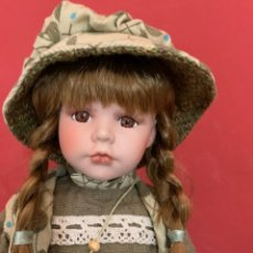 Muñecas Porcelana: MUÑECA DE PORCELANA ESTILO HOLLY HOBBIE. Lote 211493251