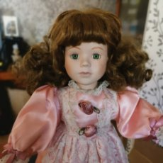 Muñecas Porcelana: PRECIOSA MUÑECA DE PORCELANA VINTAGE.MUY LINDO VESTIDO Y LINDA CARA. NUMERADA. Lote 211966398