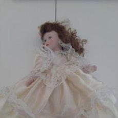 Muñecas Porcelana: BONITA MUÑECA CLASICA DE PORCELANA. Lote 213603325