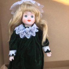 Muñecas Porcelana: BONITA MUÑECA DE PORCELANA. Lote 213638635