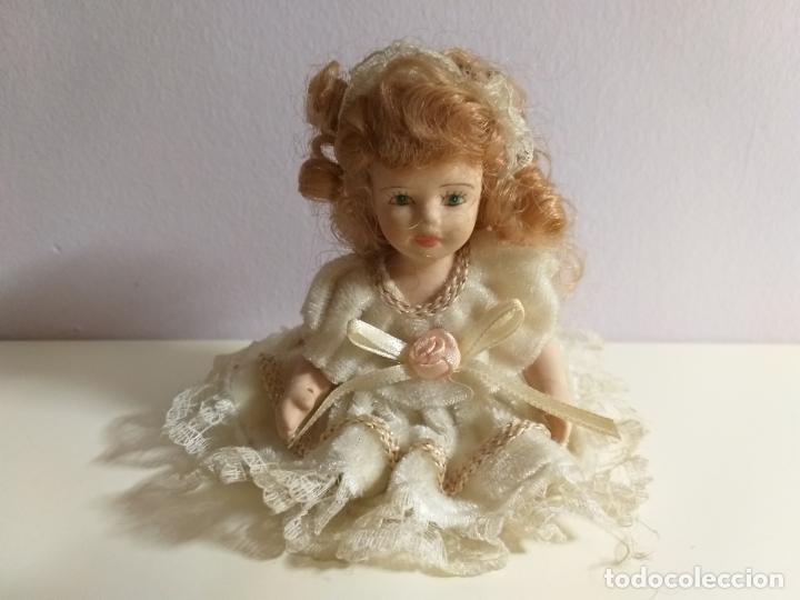 Muñecas Porcelana: Pequeña Muñequita antigua. Años 60. Con su vestido original - Foto 2 - 214103471